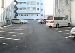 月額5,000円/台で駐車場を提供